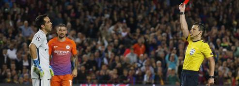 Claudio Bravo moqué sur Twitter après son expulsion face au Barça