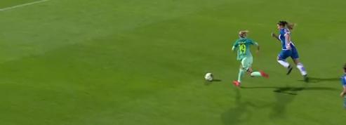 Une joueuse du Barça inscrit un but à la Messi