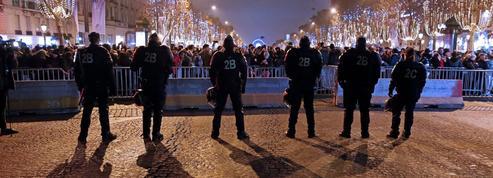 Nouvel An: des voitures brûlées et 454 interpellations