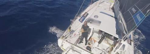 Les images insolites de Fabrice Amedeo, qui se filme en plein océan avec un cerf-volant