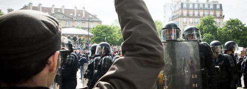 À l'aube de la présidentielle, la confiance dans l'État et les médias s'effondre en France