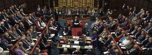 Le Parlement britannique interdit aux députés l'emploi d'un proche