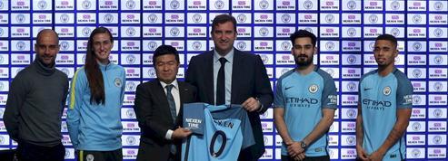 Manchester City innove avec un sponsor sur la manche de son maillot
