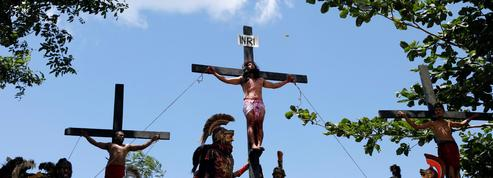 Aux Philippines, des fidèles sont crucifiés pour le Vendredi Saint
