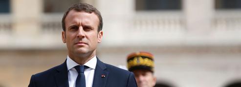 Pour Macron, un costume de président taillé dans les meilleurs symboles