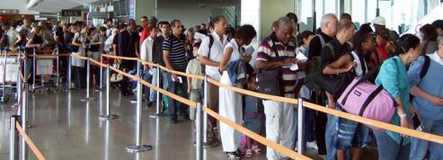 Départs en vacances : pourquoi la situation vire au cauchemar dans les aéroports
