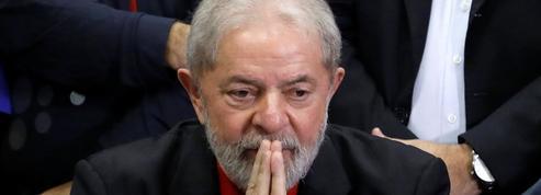 Brésil: Lula condamné, la présidence s'éloigne