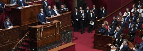 Couacs, amateurisme, ambiance chaotique : Macron tente de mettre sa majorité en ordre de marche