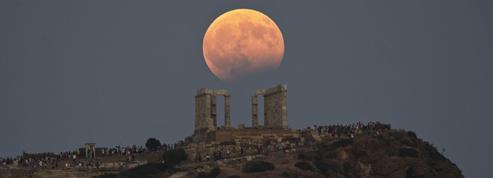 La pause photo du jour avec l'éclipse de Lune aux quatre coins du globe
