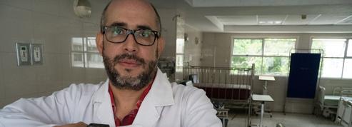 Dans les hôpitaux de Caracas, les médecins «ne consultent plus, ils consolent»