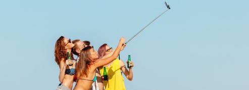 Quand l'abus des réseaux sociaux dénature l'expérience des vacances