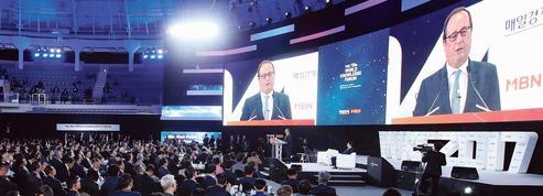 La charge de Hollande contre Macron