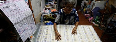 Thaïlande : ils se disputent un billet de loterie gagnant, la police recourt à l'ADN