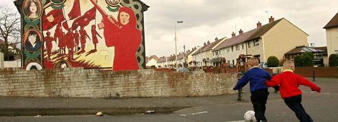 Vingt ans après, l'accord de paix en Irlande du Nord fragilisé par le Brexit