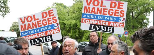 À Paris, les forains manifestent contre le parc d'attractions du groupe LVMH