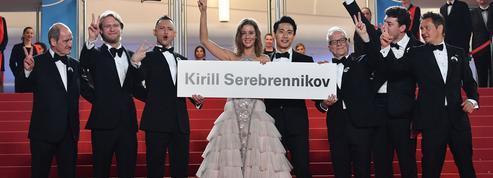 La montée des marches engagée de l'équipe de Leto pour Kirill Serebrennikov