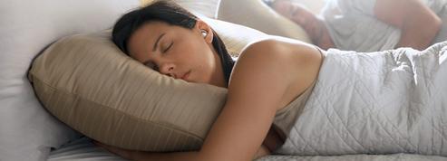 Des écouteurs sans fil ni musique pour mieux dormir