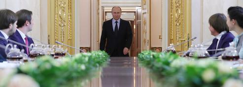 Méritocratie, management à l'américaine et parachutisme... Dans la fabrique des cadres de Vladimir Poutine