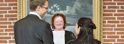 Le Danemark ferme la porte aux mariages blancs