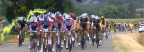 Tour de France 2018 : Un fumigène lancé dans le peloton ravive la polémique