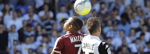 Un expert du cerveau pointe du doigt les dangers liés aux têtes dans le football