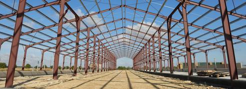 «Les hangars métalliques prolifèrent et enlaidissent nos campagnes et nos villes»