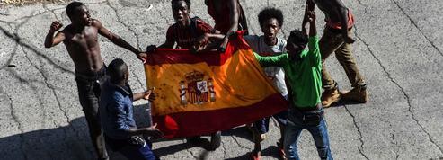 Ceuta : une centaine de migrants forcent la frontière entre le Maroc et l'Espagne