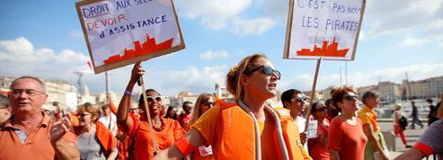 «C'est pas nous les pirates» : des milliers de personnes manifestent pour sauver l'Aquarius