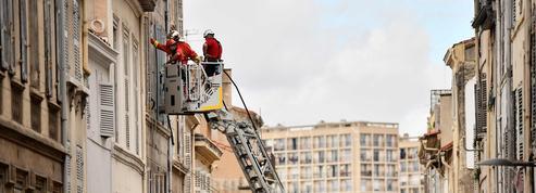 Marseille : un morceau de balcon s'est effondré au passage de la marche blanche