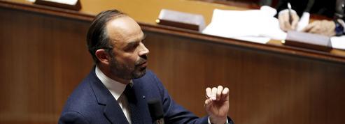 Philippe annonce un moratoire sur la hausse de la taxe sur les carburants