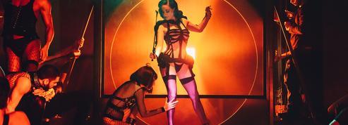 Dita Von Teese embrase le Fashion Freak Show