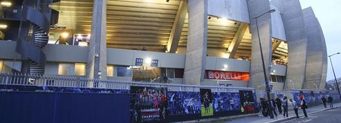 Les joueurs du Paris SG chahutés au Parc des Princes par les supporters
