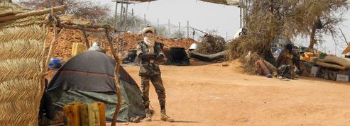 Au Mali, des chefs de l'armée limogés après un massacre dans un village peul