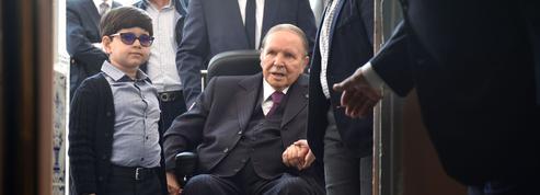 Algérie: que prévoit l'article 102 de la Constitution pour Bouteflika?