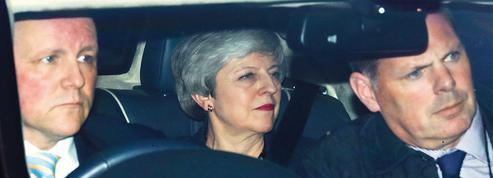 Brexit: Theresa May s'engage à démissionner si son accord est ratifié