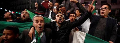 Scènes de liesse à Alger après la démission de Bouteflika