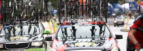 Tour de France: quand les voitures des équipes se font flasher au radar dans Paris