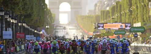 Tour de France 2019: deux coureurs ont fait leur demande en mariage sur les Champs-Élysées