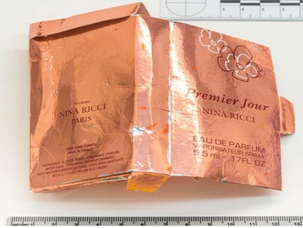 Un cliché diffusé par la police londonienne, le 5 septembre, montrant l'emballage du flacon de parfum retrouvé chez l'une des victimes et qui contenait du Novitchok.