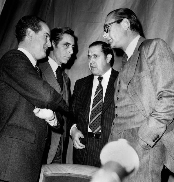 Claude Labbé, Yves Guéna, Charles Pasqua, et Jacques Chirac lors d'une concertation au comite central du RPR a l'hôtel intercontinental a Paris le 31 janvier 1977.