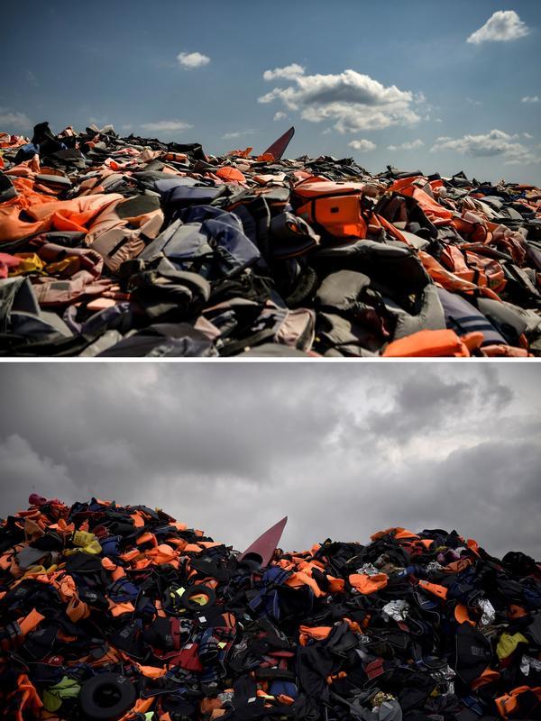 Le 4 août 2018, les centaines de gilets de sauvetage utilisés par les réfugiés arrivés sur les côtes de Lesbos sont toujours visibles à Mithymna. Le 28 septembre 2015, cette montagne avait déjà été photographiée (en bas) par Aris Messinis.