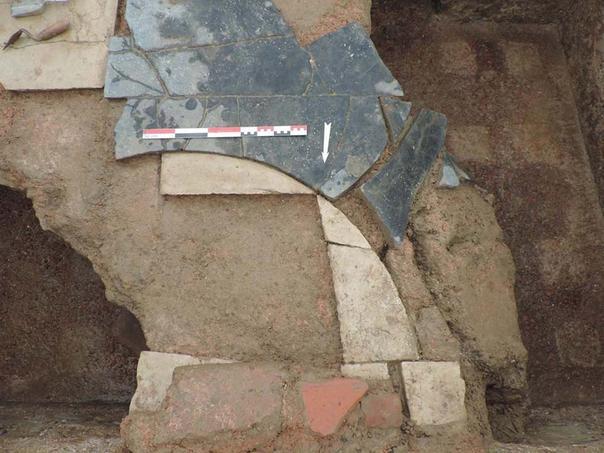 Détail des sols en marbre. Crédits photo: Cellule Archéologique Départementale   CD08