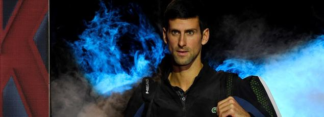 Novak Djokovic entrant sur le court à Londres avant le match face à John Isner.