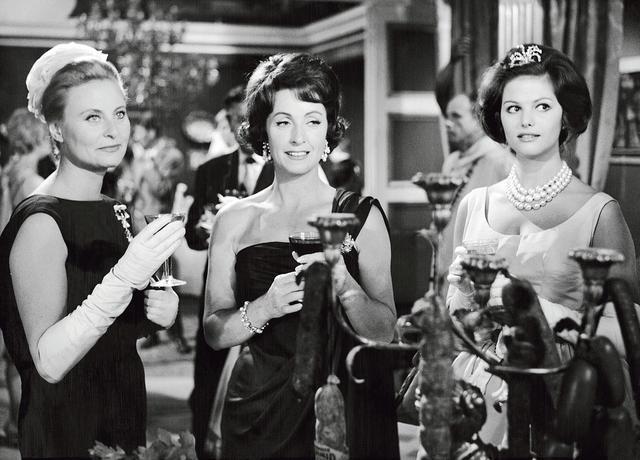 Michèle Morgan avec Danielle Darrieux et Claudia Cardinale dans <i>Les Lions sont lâchés</i> d'Henri Verneuil, en 1961