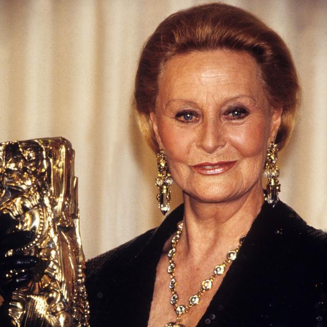 Michèle Morgan avec son César d'honneur en 1992.