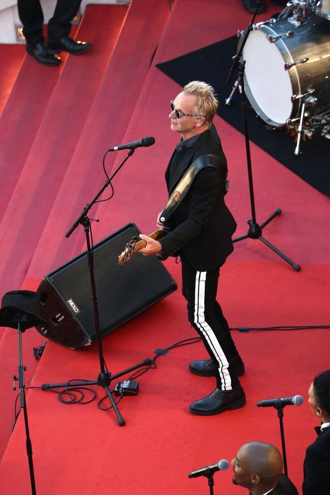 Le tour de chant de Sting en haut des marches de la croisette lors de la cérémonie de clôture samedi 19 mai.