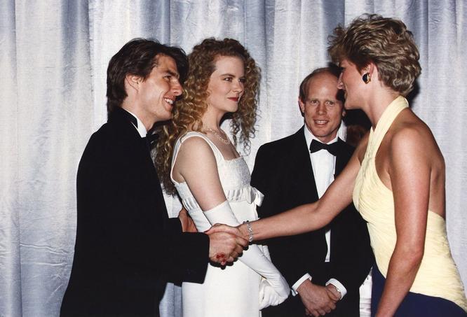Tom Cruise, Nicole Kidman et Ron Howard rencontrent la princesse de Galles à Londres, en 1992. Crédits photo: rue des archives.