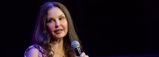 Ashley Judd porte plainte contre Harvey Weinstein pour avoir «ruiné sa carrière»