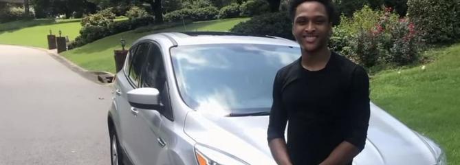 Un Américain marche plus de 30 km pour aller travailler, son patron lui offre sa voiture