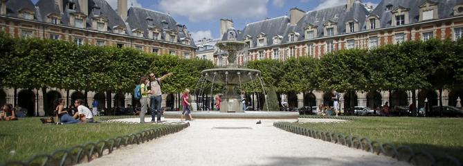 Philippe Bouvard: «À la recherche de Victor Hugo du côté de la place des Vosges…»